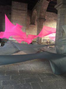 Tension I.C., Como 2017 Installazione per la 6 Edition StreetScape, Portico del Broletto (https://neialberti.com/istallation-at-the-6-edition-streetscape-como-italy/)