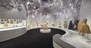 """Christian Dior: Designer of Dreams"": la mostra al V&A"