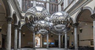 Tomás Saraceno e In Contatto a Palazzo Strozzi: il mondo come una rete armonica